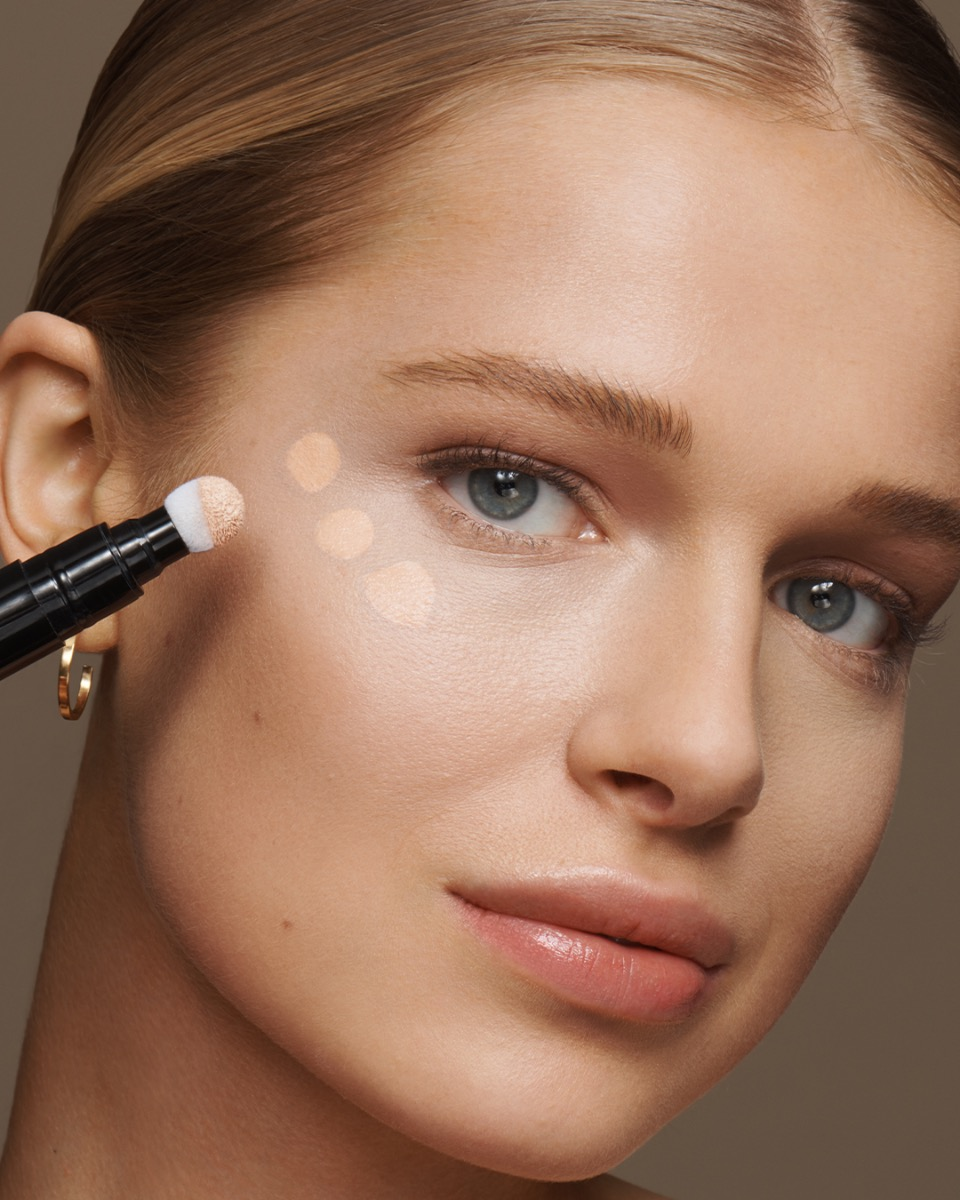 Model using the Seamless Cover Concealer