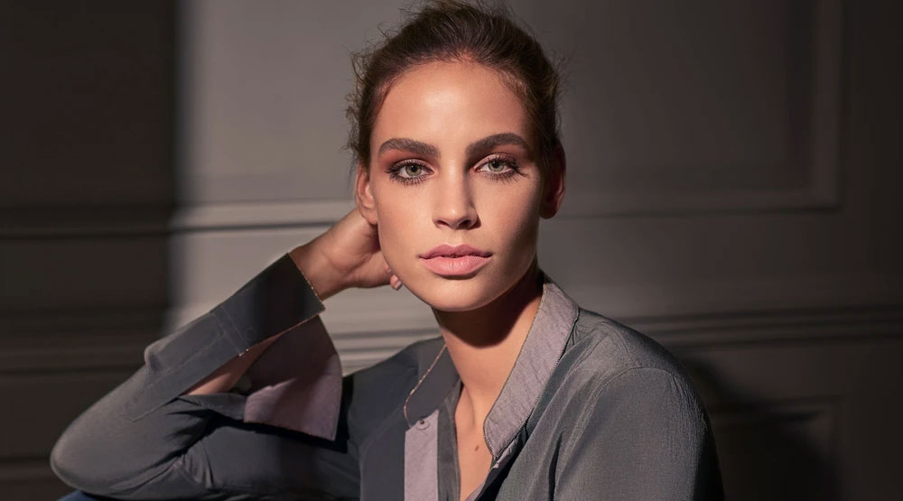 A Guide to Polished Beauty: The Signature Code8 Look