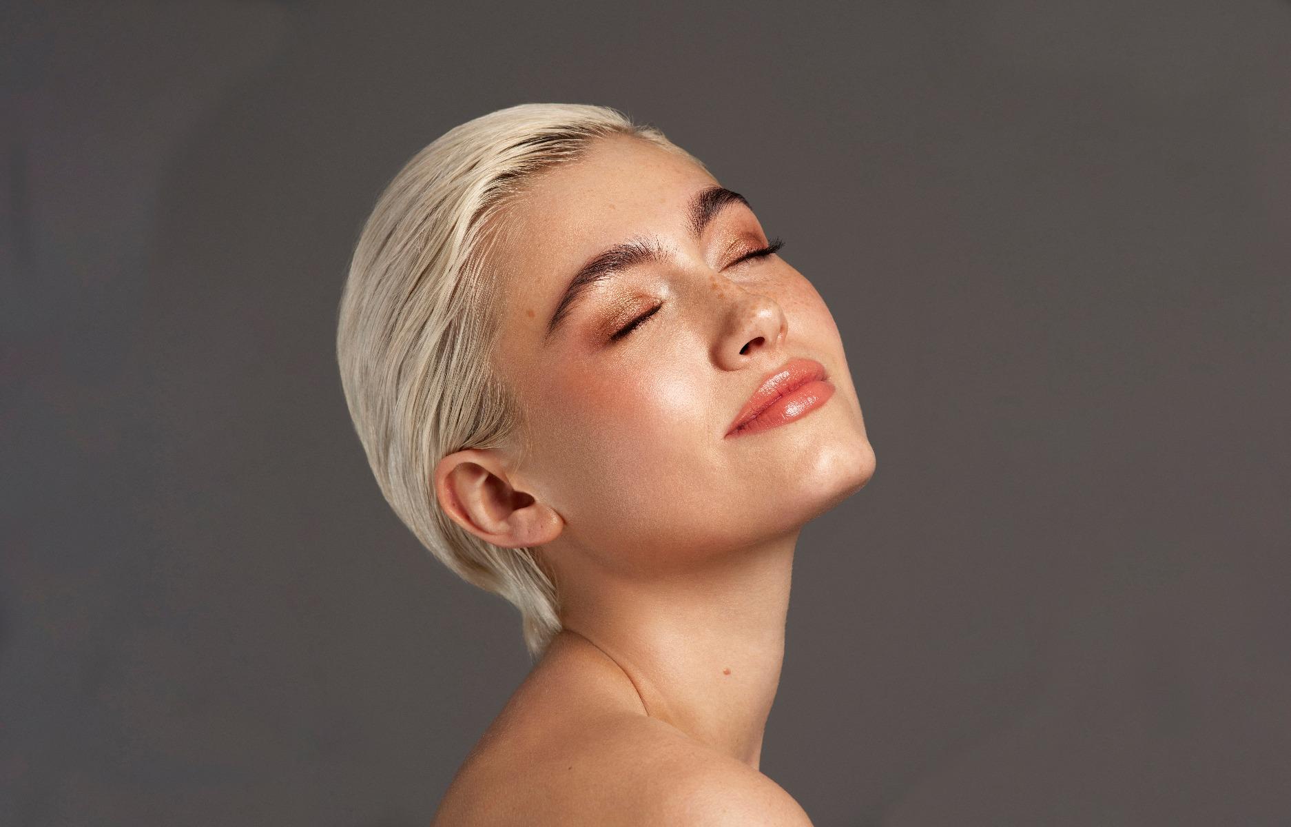 Makeup Look with Blonde Hair