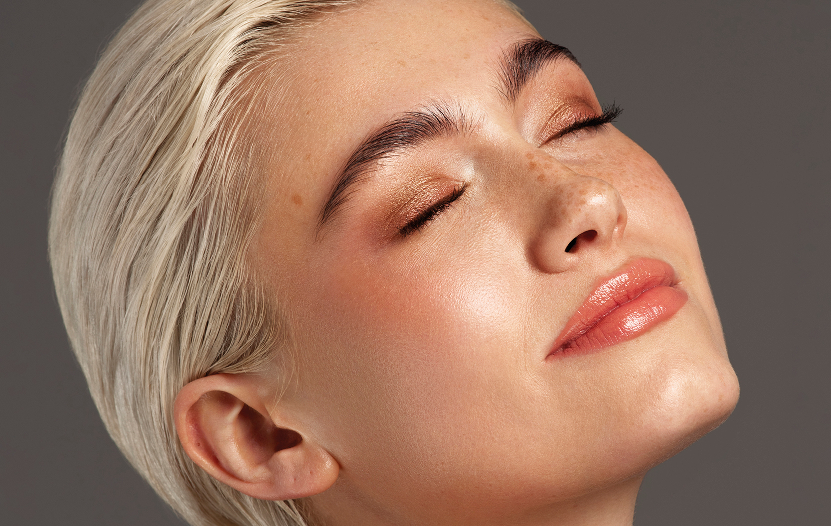Hyram Skincare Friendly Concealer in Use