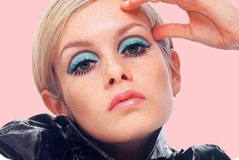 Twiggy Hallowwen Makeup Look